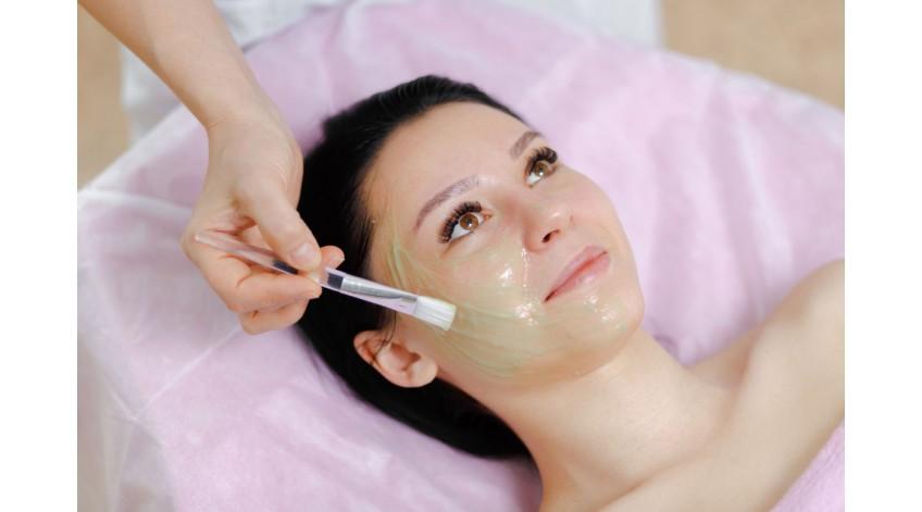 Как правильно очищать кожу лица, и какие косметические средства применять для этого
